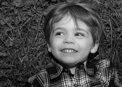 on the grass bw (6 of 6)