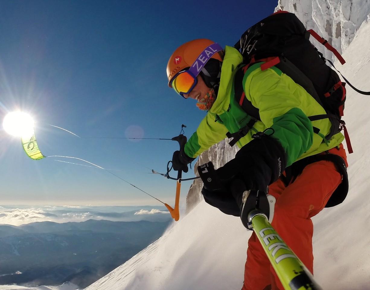 Steep snowkite