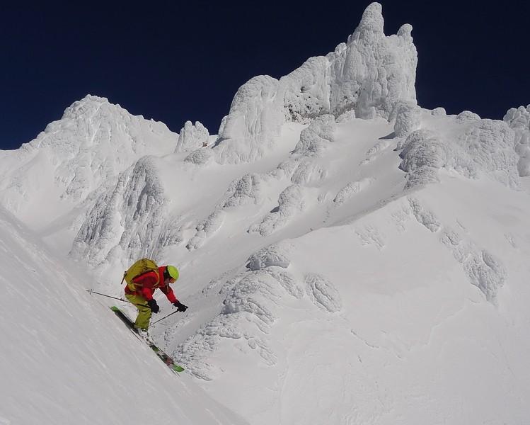Spring skiing in the Hood
