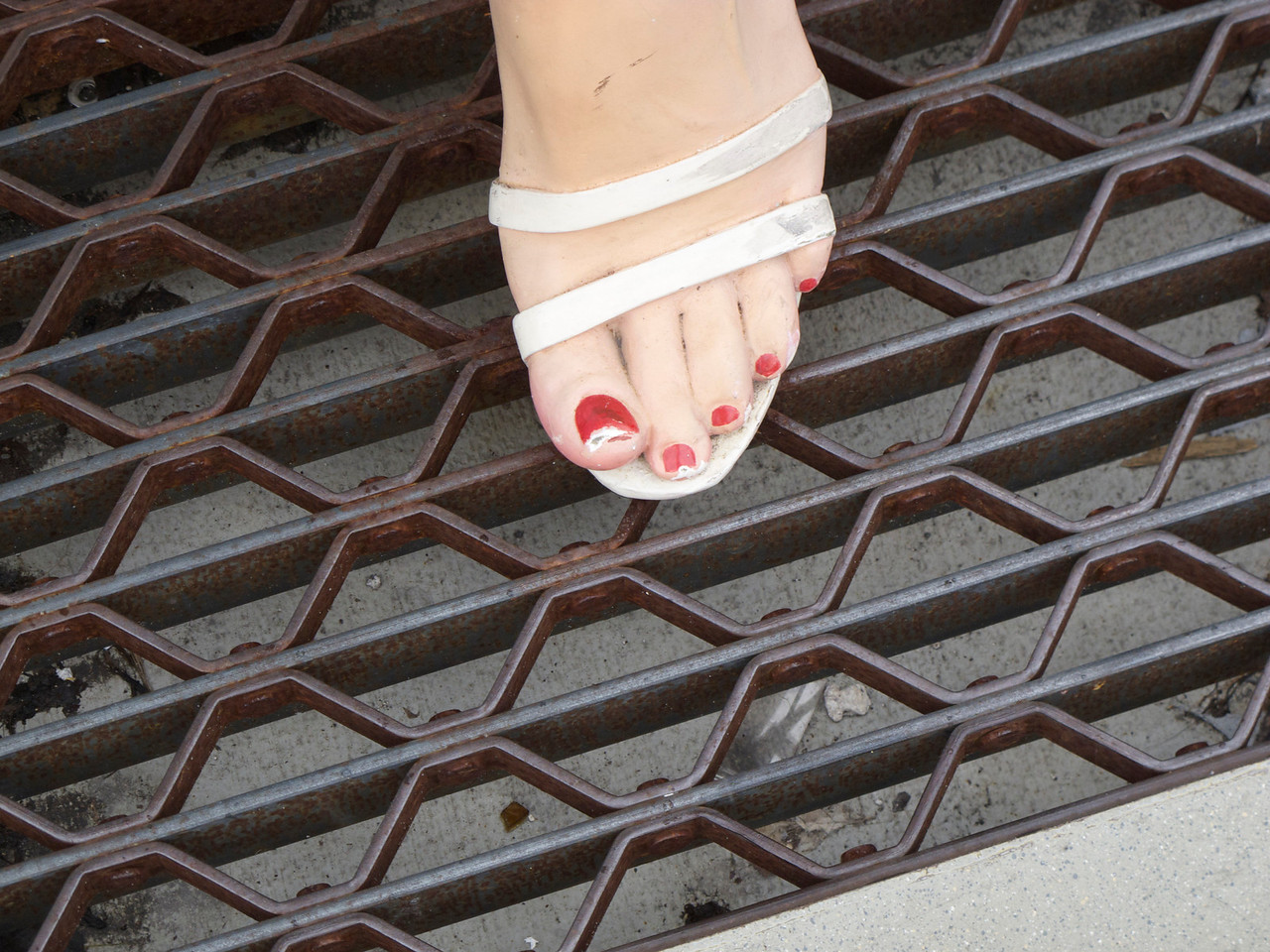 Marilyn needs a pedicure.