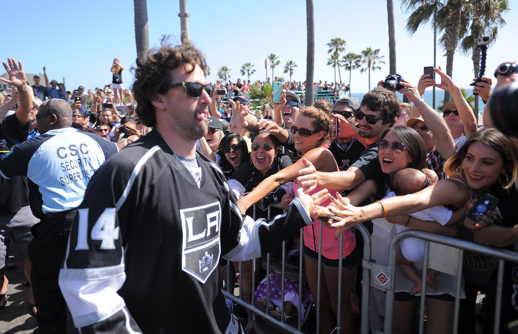 . Justin Williams was a crowd pleaser in Manhattan Beach. Kings parade through the cities of Redondo Beach, Hermosa Beach, and Manhattan Beach. (June 18, 2014. Photo by Brad Graverson/The Daily Breeze)