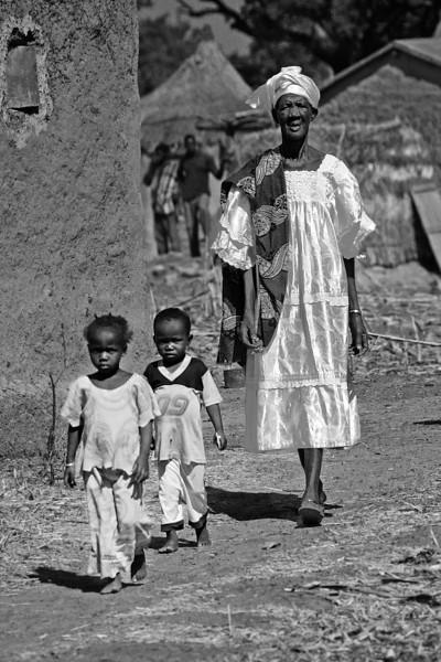 women 2 children © kit smith