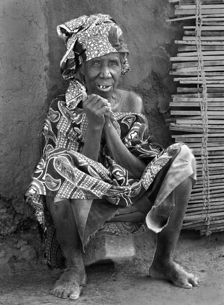 Mali stool woman © kit smith