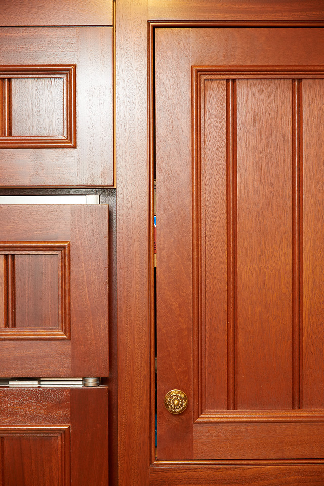 This view of the previous picture shows more of the cabinet and even from a distance to the average viewer it seems like the space between the door and the cabinet along the vertical run is too much.