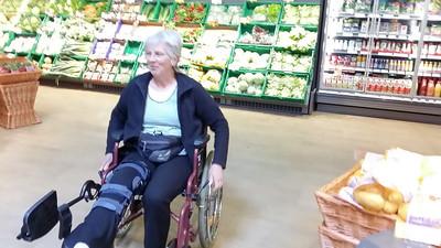 erster Einkauf mit Rollstuhl im neuen Rewe in Schwandorf