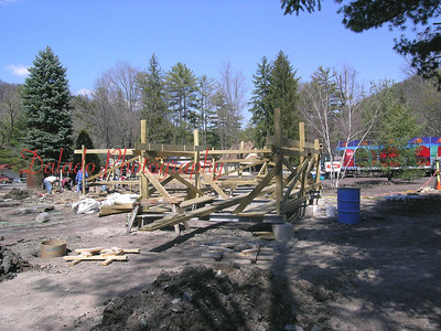 (March 2006) This is the lowest and last turn of the main portion of the ride.