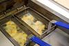 Tongscharretjes eventjes in frituurolie dompelen<br /> Restaurant Deleu - Rijselstraat 259 - Menen<br /> Dinsdag 15 mei '12<br /> <br /> Un ratito en la freidora<br /> Restaurante Deleu - Rijselstraat 259 - Menen - Bélgica<br /> Martes 15 de mayo de 2012