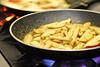 Gebraden appels om een zoete toets te geven aan het gerecht<br /> Restaurant Deleu - Rijselstraat 259 - Menen<br /> Dinsdag 15 mei '12<br /> <br /> Manzanas asadas para dar un toque dulce al plato<br /> Restaurante Deleu - Rijselstraat 259 - Menen - Bélgica<br /> Martes 15 de mayo de 2012