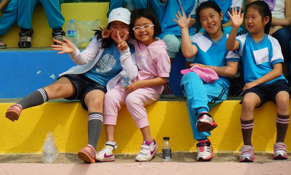 Some adorable Korean girls wave at me.