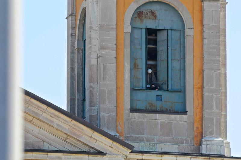 Denna fotograf i Fredrikskyrkans klocktorn, skapade lite oro bland säpovakterna