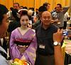 Everybody wanted a photo with a geisha (or maiko?).<br /> <br /> Wszyscy robili zdjecia gejszom (czy tez maiko).
