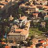Avvicinando alla foto precedente, si vede la villa di Maria Elisa, di fronte alla Chiesa di S. Francesco.