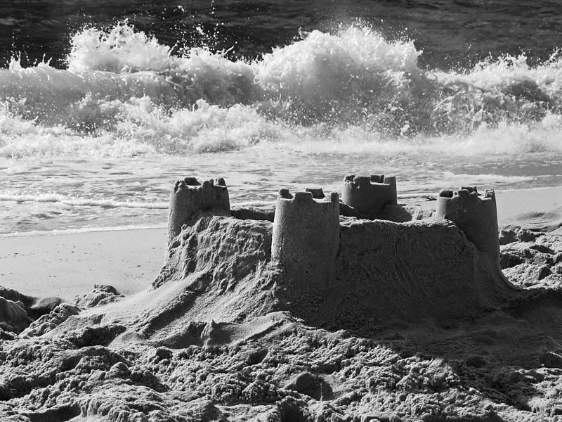 """<p><font size=""""4"""">Le château des sables </font></p> <p><font size=""""1""""> The castle of the sands</font></p>"""