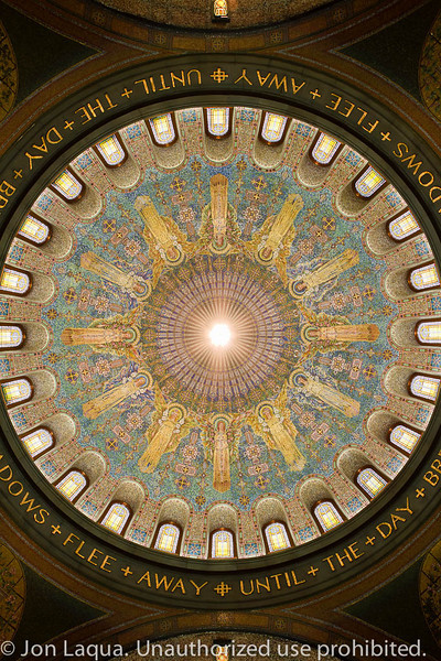 Looking straight up at the center dome. Even with the 7D on the floor the 10-22mm lens cannot capture the entire dome. Looks like I need that new 8-15mm lens from Canon...