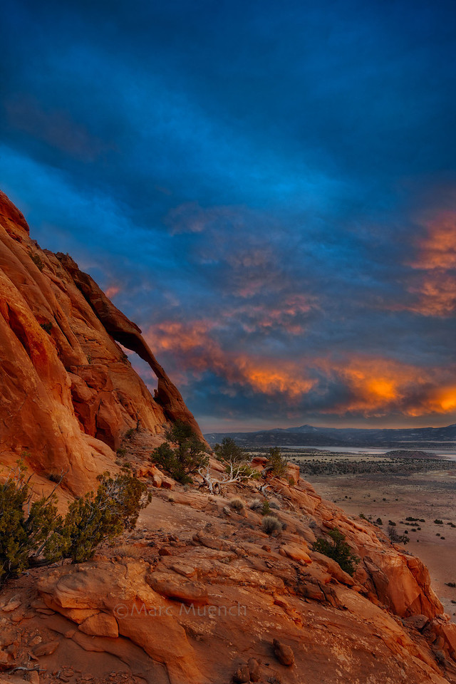 ©Marc Muench - Cats Eye Arch, Red Rocks, Abiquiu Reservoir,  Santa Fe National Forest, New Mexico,