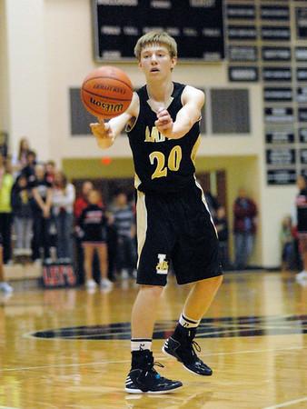 Bailey Partington passes the ball to a Bulldog teammate.