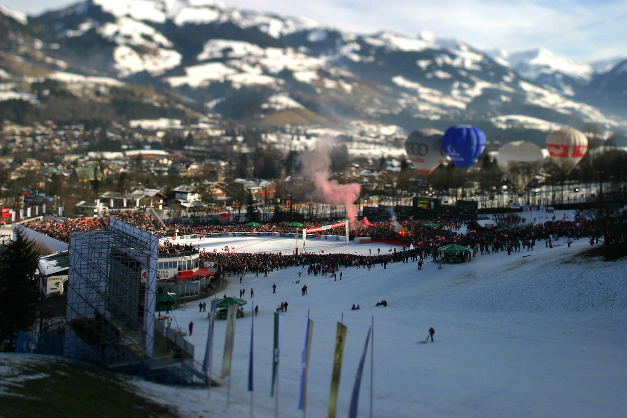 Herman Maier fans light up flares as Maier finishes the 2008 Kitzbühel Slalom.
