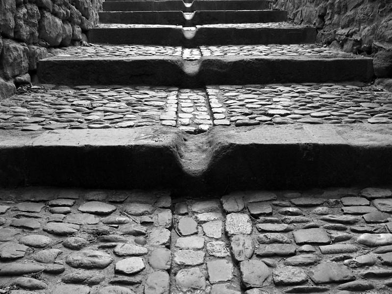"""<p><font size=""""4"""">L'écoulement des pierres </font></p> <p><font size=""""1"""">The flow of the stones</font></p>"""