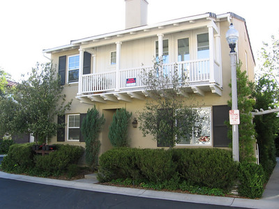***Leased*** Lovely 3 Bedroom 2 1/2 Bath Detached Home in Gated Community 27007 Carmelita Drive Valencia Ca. 91355
