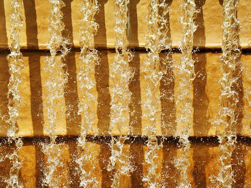 """<p><font size=""""4"""">La cascade du soleil</font></p> <p><font size=""""1"""">  Sun's waterfall </font></p>"""