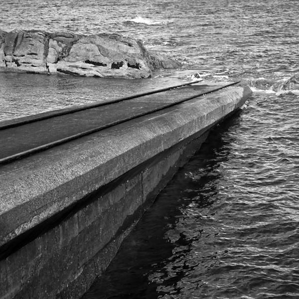 """<p><font size=""""4"""">Un bateau se noya</font></p> <p><font size=""""1"""">The drowned boat</font></p>"""