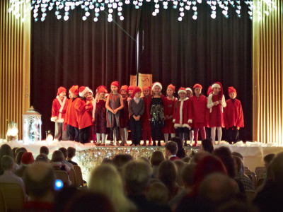 Alhoniityn koulun joulujuhla 16