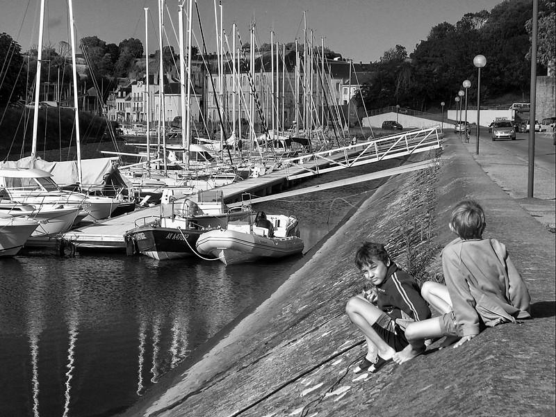 """<p><font size=""""4"""">Les petits bateaux </font></p> <p><font size=""""1""""> The little boats</font></p>"""