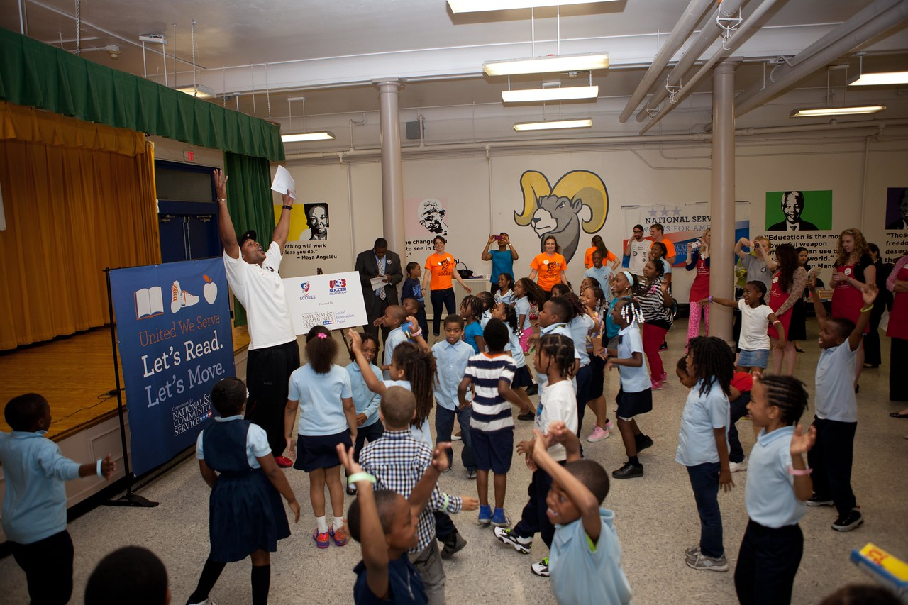 National Football League player Visanthe Shiancoe engages students in exercises for Let's Read. Let's Move. Corporation for National and Community Service Photo.