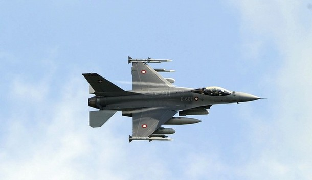 A Danish F-16 Fighting Falcon jet fighter flies over the Sigonella NATO Airbase in the southern Italian island of Sicily March 19, 2011. World powers meeting in Paris on saturday to discuss a coordinated intervention in Libya could launch air strikes as soon as the talks end, a source close to the discussion said.   REUTERS/Antonio Parrinello( ITALY  - Tags: POLITICS MILITARY)