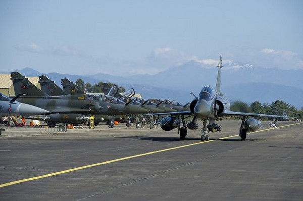 A French Air Force Mirage 2000 fighter jet taxis at the Solenzara military air base before a mission over Libya March 21, 2011. The French operation, with some 20 fighter jets deployed in an initial operation in Libya, is being run out of the Solenzara air base on the Mediterranean island of Corsica, around an hour's flight from Libya.   REUTERS/ECPAD/SIRPA AIR/Anthony Jeuland (FRANCE - Tags: MILITARY CONFLICT POLITICS) FOR EDITORIAL USE ONLY. NOT FOR SALE FOR MARKETING OR ADVERTISING CAMPAIGNS. THIS IMAGE HAS BEEN SUPPLIED BY A THIRD PARTY. IT IS DISTRIBUTED, EXACTLY AS RECEIVED BY REUTERS, AS A SERVICE TO CLIENTS