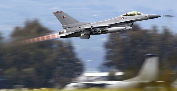 A Danish F-16 Fighting Falcon takes off from the tarmac of the Sigonella NATO Airbase on the southern Italian island of Sicily March 21, 2011. Arab nations do not want the military intervention under way in Libya to be placed under NATO control, French Foreign Minister Alain Juppe said on Monday. <br />       REUTERS/Max Rossi  ( ITALY  - Tags: POLITICS MILITARY CONFLICT)