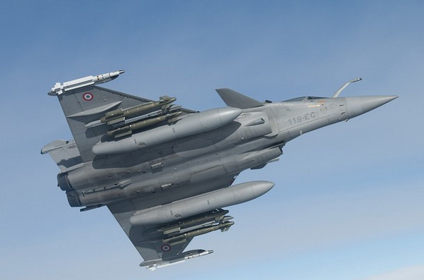 A French Rafale fighter jet, with ordnance under its wings, makes its approach during an airborne re-fueling operation, in this photo released March 20, 2011 by ECPAD (French Defence communication and audiovisual production agency),  March 19, 2011, during the initial French attacks on Libya. On Sunday French warplanes encountered no opposition in enforcing a U.N.-mandated no-fly zone over Libya. Fifteen French combat aircraft  took part in allied patrols but they did not have to fire at airborne or ground targets because they met no resistance. Picture taken March 19, 2011   REUTERS/ECPAD/SIRPA AIR/Christophe Patebaire  (FRANCE - Tags: MILITARY CONFLICT POLITICS) FOR EDITORIAL USE ONLY. NOT FOR SALE FOR MARKETING OR ADVERTISING CAMPAIGNS. THIS IMAGE HAS BEEN SUPPLIED BY A THIRD PARTY. IT IS DISTRIBUTED, EXACTLY AS RECEIVED BY REUTERS, AS A SERVICE TO CLIENTS