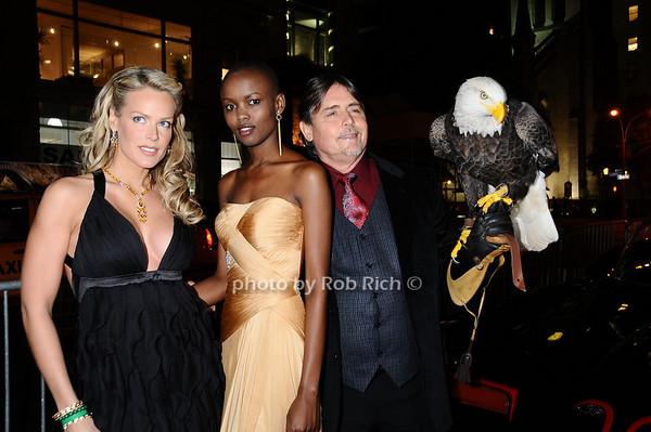 Heidi Albertsen, , Miss Tanzania  Flaviana Matata Al Cecere,Challenger (American Bald Eagle)<br /> photo by Rob Rich © 2009 robwayne1@aol.com 516-676-3939
