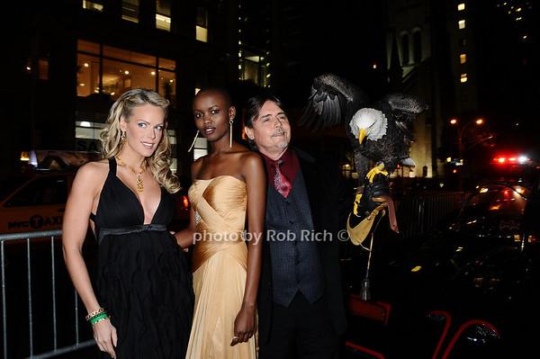 Heidi Albertsen, , Miss Tanzania  Flaviana Matata, Al Cecere,Challenger (American Bald Eagle)<br /> photo by Rob Rich © 2009 robwayne1@aol.com 516-676-3939