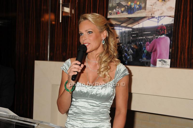 Heidi Albertsen<br /> photo by Rob Rich © 2008 robwayne1@aol.com 516-676-3939