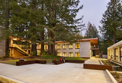 Cowell Student Health Center, Courtyard, UCSC. Hawley Peterson Snyder.