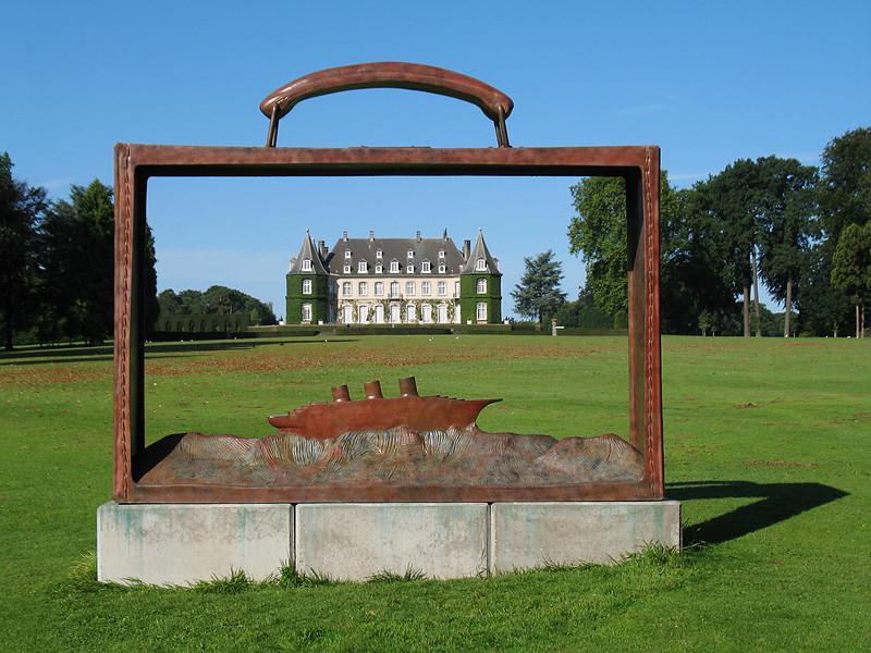 """<p><font size=""""4"""">Le château dans la valise </font></p> <p><font size=""""1""""> The castle in the suitcase </font></p>"""