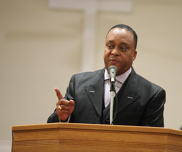 Pastor Dennis Johnson, of Fairfield Baptist Church addresses the congregation at the Lorain Branch NAACP Annual Rev. Dr. Martin Luther King Jr. Observance, Sunday evening. photo by Ray Riedel