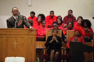 Pastor Loversier Lewis, of Second Baptist Church in Lorain, provides the closing remarks for the  Lorain Branch NAACP Annual Rev. Dr. Martin Luther King Jr. Observance, Sunday evening.  photo by Ray Riedel