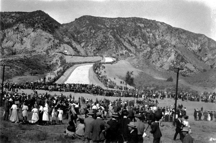 . (November 5, 1913) - The crowds begin to disburse after experiencing one of the most important historical events in the history of Los Angeles. (DWP)