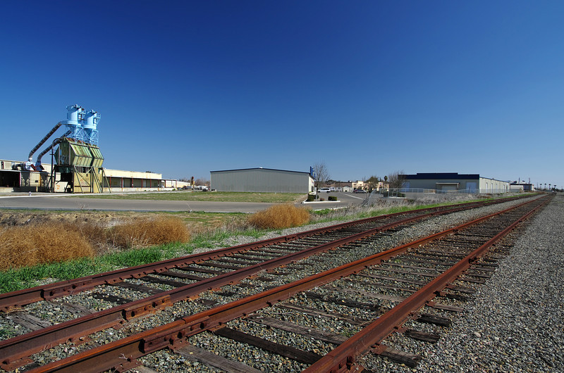A view along the tracks near Illinois Ave & W H St