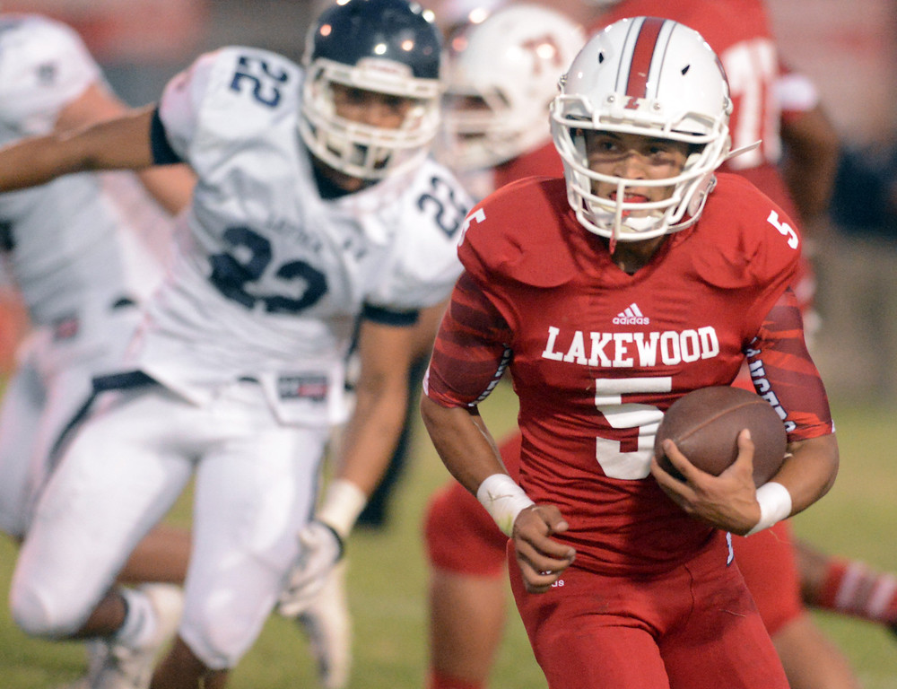 . Lakewood vs Loyola in Lakewood CA. Friday September 3, 2013. Loyola wins over Lakewood 38-6  (Photo by Thomas R. Cordova/ Daily Breeze)