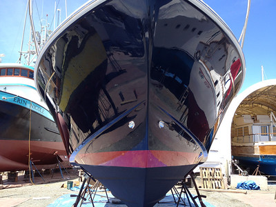 HULL BUFFED AND WAXED.  DOUBLE WAXED ALONG WATERLINE