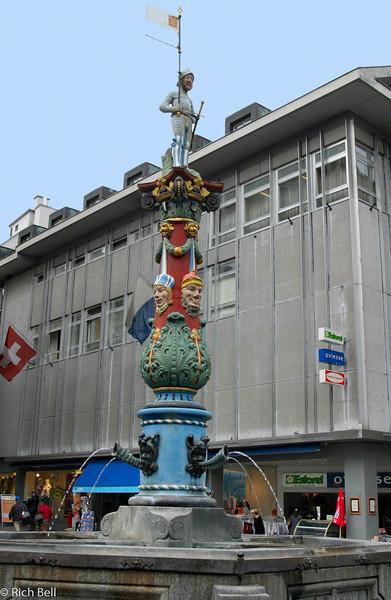 20040929Fountain in Downtown Lucern Switzerland0534