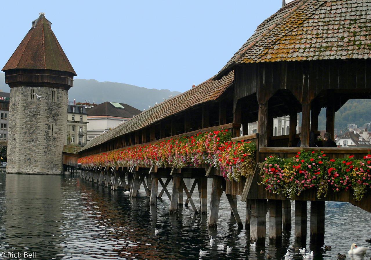 20040929Covered Bridge on Lake Lucern Switzerland 30529