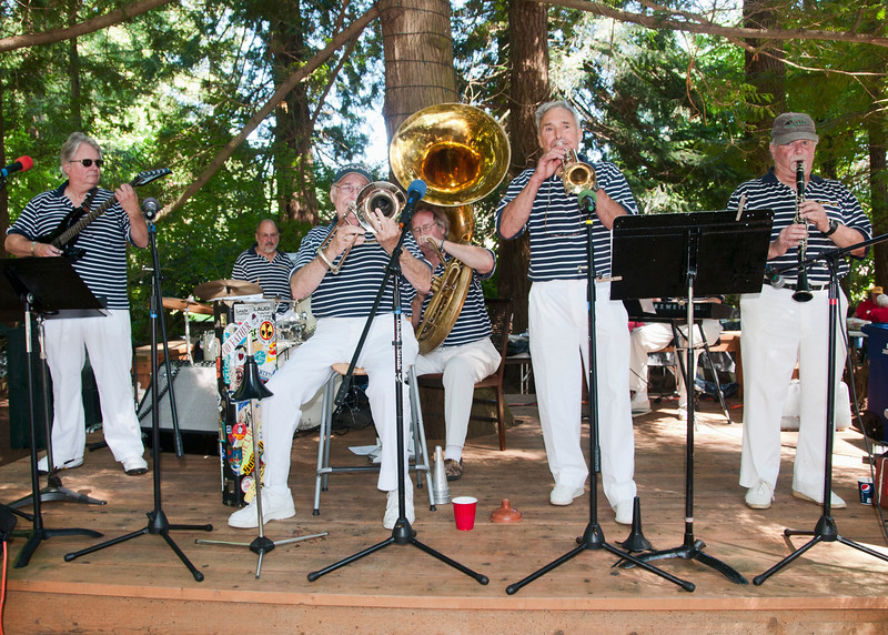 The Clearbrook Dixie Band entertained us again this year.