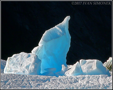 """POINTY  BLUE  ICE""."
