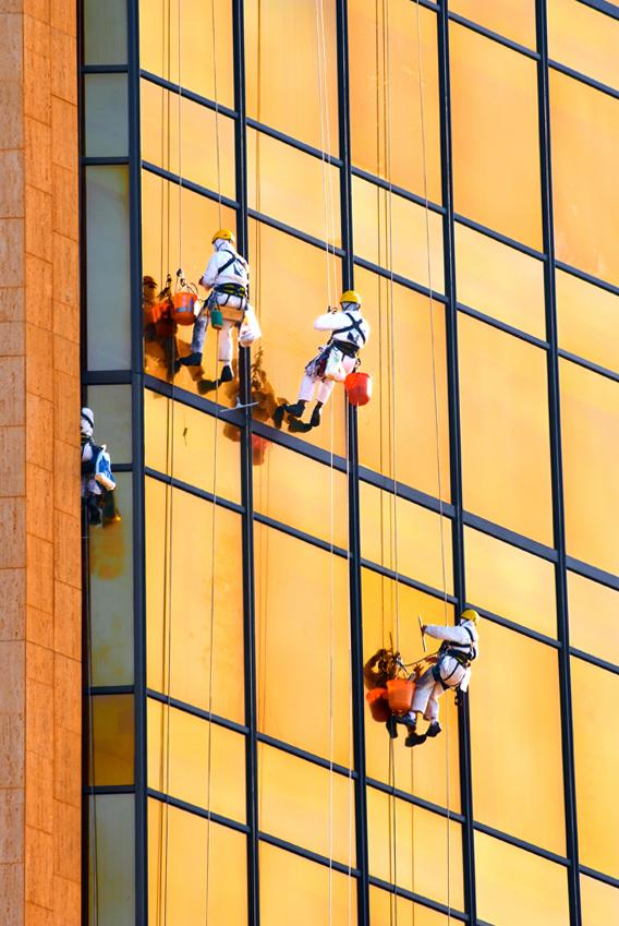 MEN AT WORK  ( ABU DHABI )