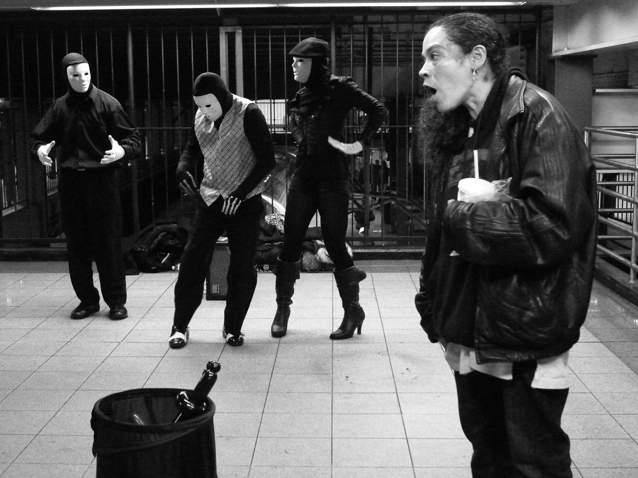 SUBWAY MIMES AND AUDIENCE