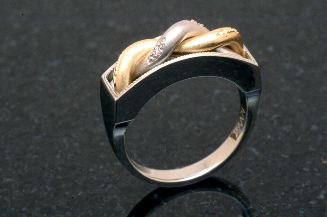 16 Eva ring w twist